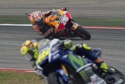 Valentino Rossi, Yamaha Factory Racing, avanti a Daniel Pedrosa, Repsol Honda Team