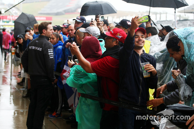 Fans are allowed into the pit lane after qualifying is postponed