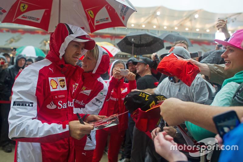 Hinaus in den Regen - für die Fans