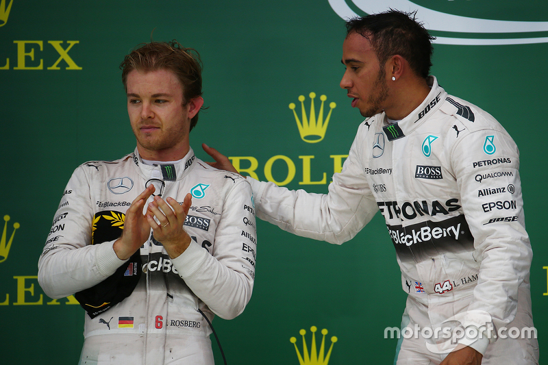 Podium: Second place Nico Rosberg, Mercedes AMG F1 W06 and race winner and World Champion Lewis Hamilton, Mercedes AMG F2