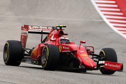 Kimi Raikkonen, Ferrari SF15-T met gebroken voorvleugel