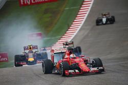 Sebastian Vettel, Ferrari SF15-T se bloquea en la frenada