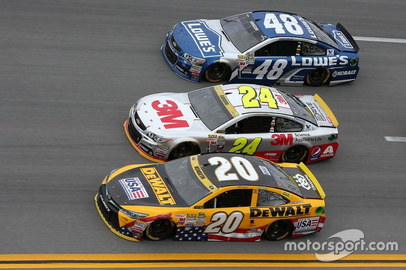Matt Kenseth, Joe Gibbs Racing Toyota ve Jeff Gordon ve Jimmie Johnson, Hendrick Motorsports Chevrol