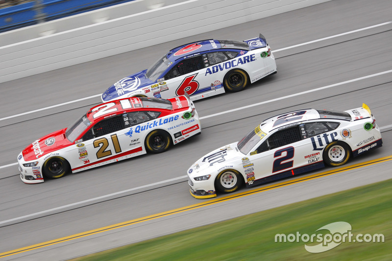 Brad Keselowski, Team Penske Ford and Ryan Blaney, Wood Brothers Racing Ford and Ricky Stenhouse Jr.