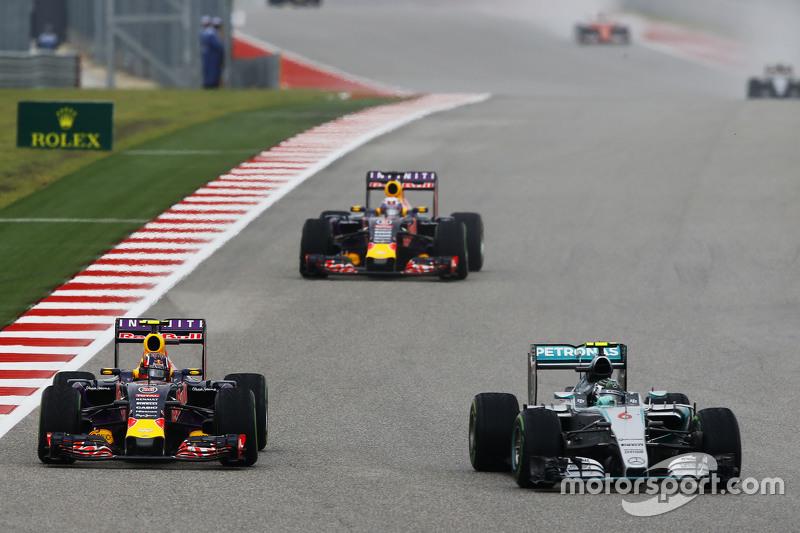 Ніко Росберг, Mercedes AMG F1 W06 та Данііл Квят, Red Bull Racing RB11 - боротьба за позиції