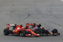 Kimi Raikkonen, Ferrari SF15-T y Carlos Sainz Jr., Scuderia Toro Rosso STR10