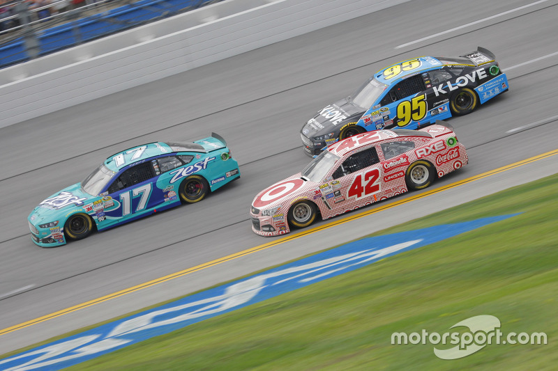 Ricky Stenhouse Jr., Roush Fenway Racing Ford and Kyle Larson, Chip Ganassi Racing Chevrolet and Michael McDowell, Leavine Family Racing Ford