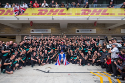 Race winner and World Champion Lewis Hamilton, Mercedes AMG F1 celebrates with the team