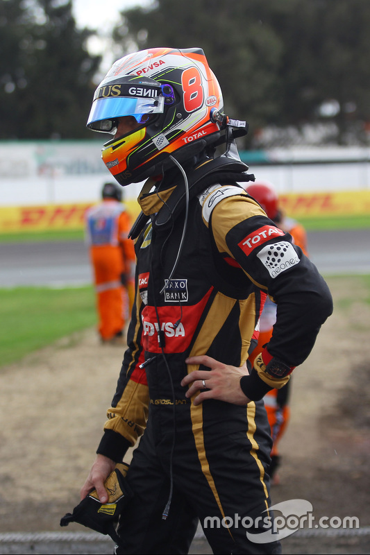 Romain Grosjean, Lotus F1 Team stopped in the second practice session