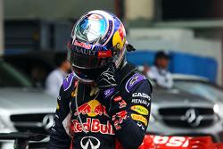 Даниэль Риккардо, Red Bull Racing в закрытом парке во время квалификации