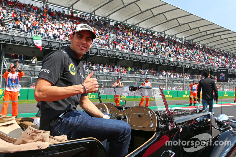 Пастор Мальдонадо, Lotus F1 Team на параді пілотів.