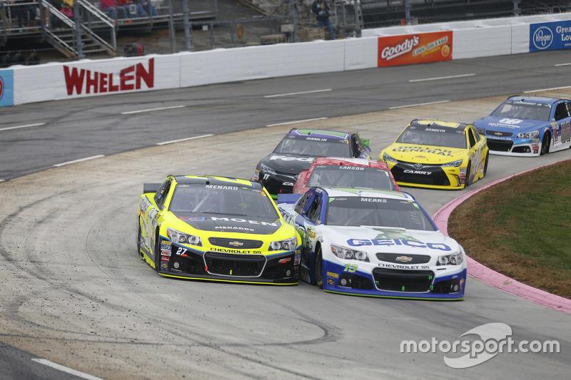 Casey Mears, Germain Racing Chevrolet; Paul Menard, Richard Childress Racing Chevrolet