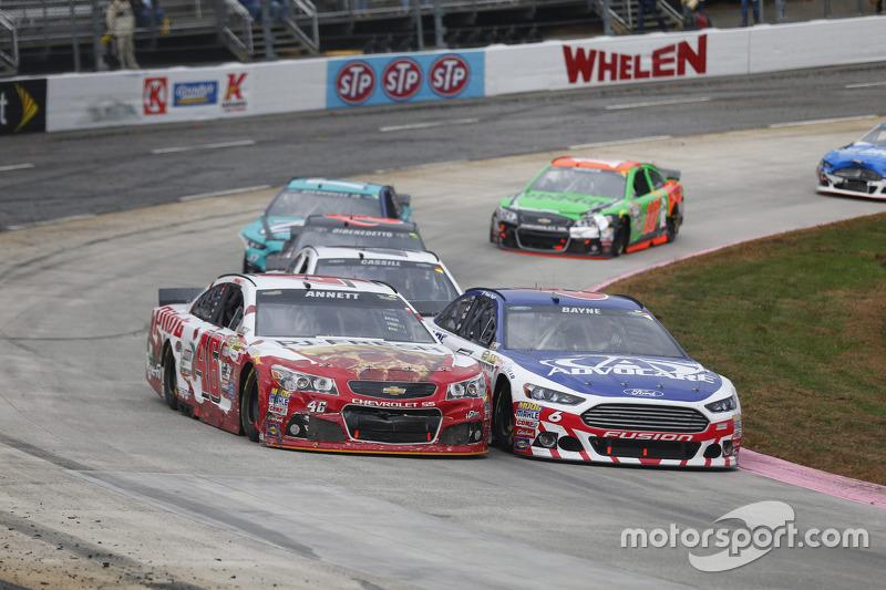 Майкл Аннетт, HScott Motorsports Chevrolet та Тревор Бейн, Roush Fenway Racing Ford