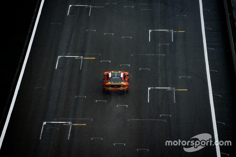 السيارة رقم 99 أستون مارتن ريسينغ في 8 أستون مارتن فانتاج جي تي إي: فرناندو ريس، أليكس ماكدول، ريتشي