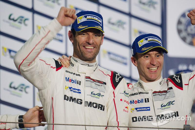 الفائز بالسباق السيارة رقم 17 فريق بورشه 919 الهجينة: تيمو بيرنهارد، مارك ويبر