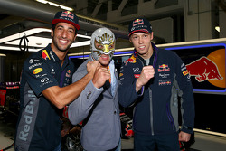 Daniel Ricciardo, Red Bull Racing and Daniil Kvyat, Red Bull Racing with Mexican wrestler Mistico
