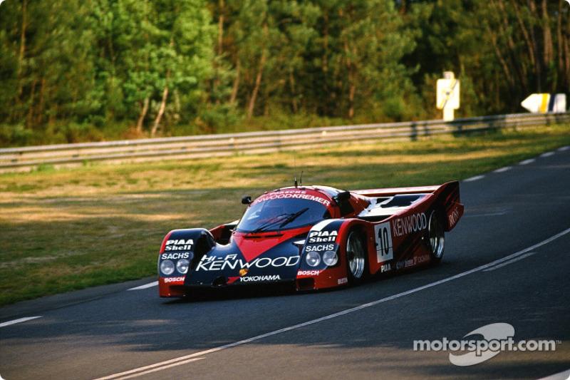 #10 Porsche Kremer Racing Porsche 962 C: Bruno Giacomelli, Kunimitsu Takahachi, Giovanni Lavaggi