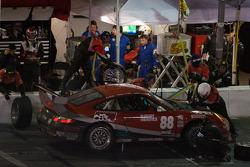 Pitstop for #88 Farnbacher Loles Porsche GT3 Cup: Eric Curran, Pierre Kaffer, Dave Lacey, Frank Stippler, Greg Wilkins