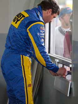 Elliott Sadler signs autographs
