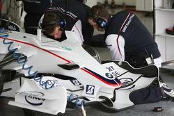 BMW Sauber F1 Team, Mechanics at work