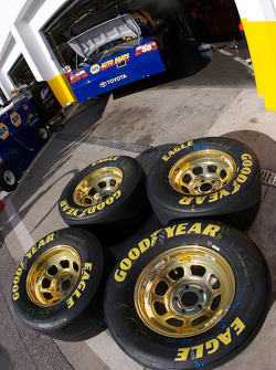 Special golden wheels on the NAPA Toyota of Michael Waltrip