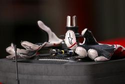 Jarno Trulli, Toyota F1 Team gloves