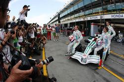 Photographers shoot the Honda with Jenson Button, Honda Racing F1 Team, Rubens Barrichello, Honda Racing F1 Team, Alexander Wurz, Test Driver, Honda Racing F1 Team