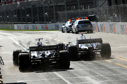 After pit stop, Nico Rosberg, WilliamsF1 Team and Nick Heidfeld, BMW Sauber F1 Team