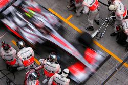 Heikki Kovalainen, McLaren Mercedes during pistop