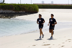 Renault F1 drivers training in Bahrain: Fernando Alonso, Renault R28 and Nelson A. Piquet, Renault R28 run on the beach