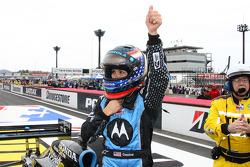 La pilote victorieuse Danica Patrick fête sa victoire