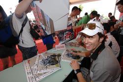 Andrea Dovizioso lors d'une séance d'autographes