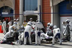 Nick Heidfeld, BMW Sauber F1 Team, F1.08 pit stop