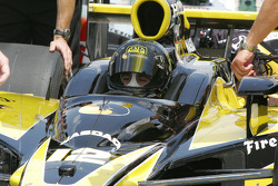 Tomas Scheckter waits to qualify