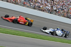 Justin Wilson and Buddy Rice racing for the lead