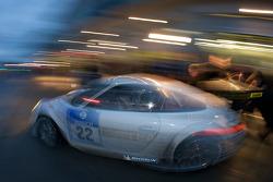 Pit stop for #22 HISAQ Competition Porsche 997 GT3 RSR: Emmanuel Collard, Marino Franchitti, Frank Stippler, Richard Westbrook