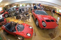 Lamborghini area: Lamborghini Miura S and engine