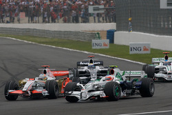 Start: Adrian Sutil, Force India F1 Team, and Rubens Barrichello, Honda Racing F1 Team