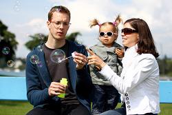 Sébastien Bourdais, Scuderia Toro Rosso with his daughter Emma and his wife Claire