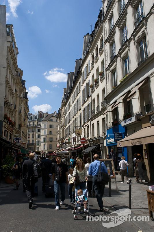 Visit of Paris: street scene in St. Germain