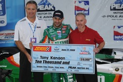 Pole winner Tony Kanaan receiving his pole award