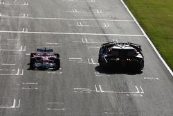 Timo Glock, Toyota F1 Team, driving alongside the