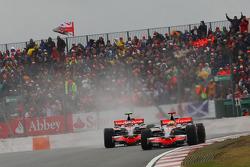 Льюис Хэмилтон, McLaren Mercedes, MP4-23 и Хейкки Ковалайнен, McLaren Mercedes, MP4-23
