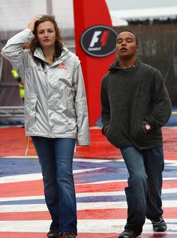Anthony Hamilton, hermano de Lewis Hamilton con la hija del director del equipo Ron Dennis, McLaren