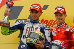 Podio: carrera ganador Casey Stoner, Valentino Rossi el segundo lugar