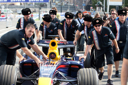 The crew with the showcar of Mikhail Aleshin