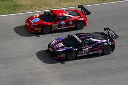 #316 Miller Motor Cars Ferrari 458 Italia: Al Delattre, und #187 Rossocorsa Ferrari 458 Italia: Roberto Cava, im Zweikampf