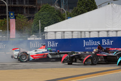 Nick Heidfeld, Mahindra Racing e Jean-Eric Vergne, DS Virgin Racing Formula E Team fuori dalla pista