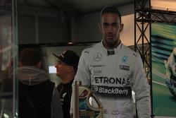 "Льюис Хэмилтон, Mercedes AMG F1  на выставке ""Мотозима"""