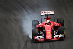 Себастьян Феттель, Ferrari SF15-T блокує колеса на гальмуванні
